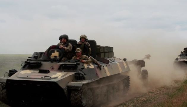 Ukrainian artillerymen train to destroy infantry, tanks