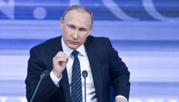 Во время прямой линии с Путиным редактор имитировал бурную деятельность