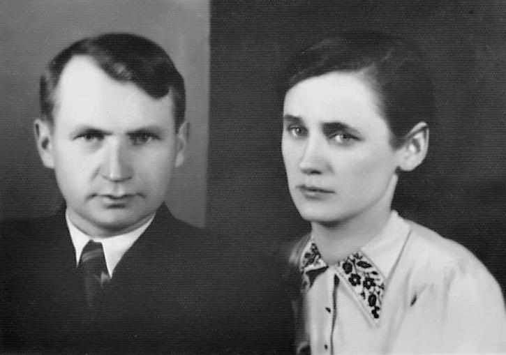 Батьки – Антон та Ірина Которовичі
