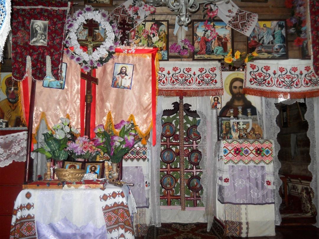 Інтер'єр церкви в Кужбеях / Фото з архіву Михайла Марковича