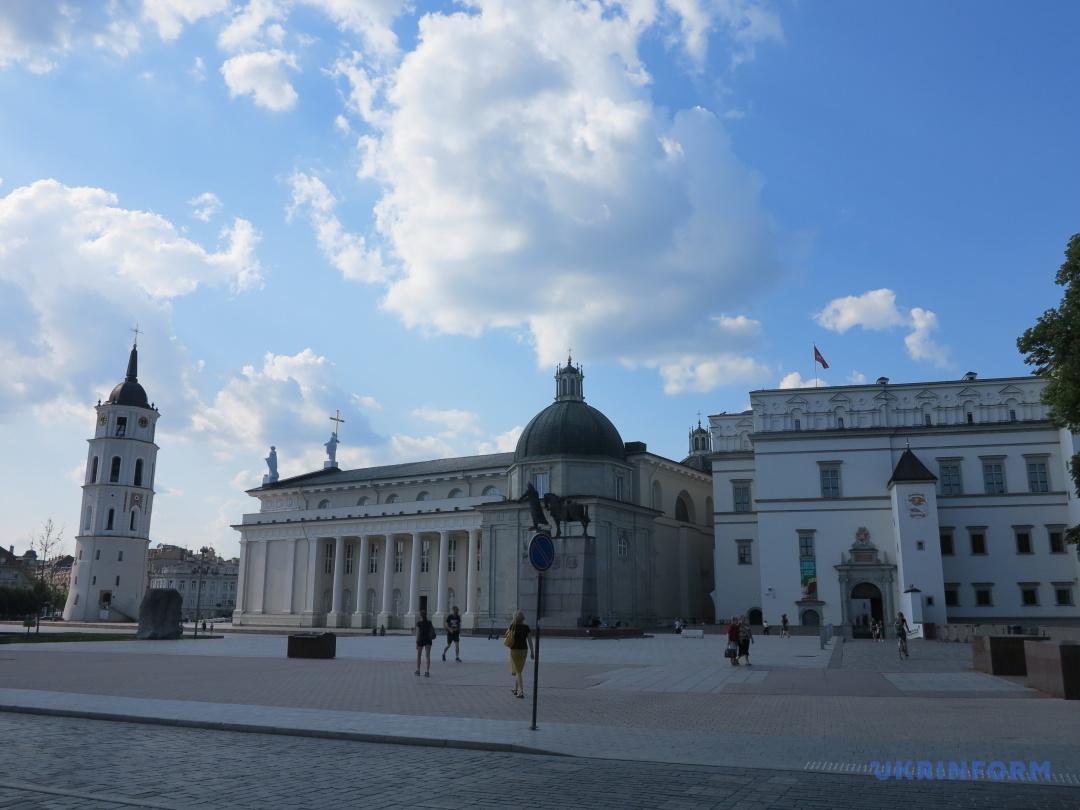 Кафедральный собор Вильнюса и Дворец Великих князей литовских
