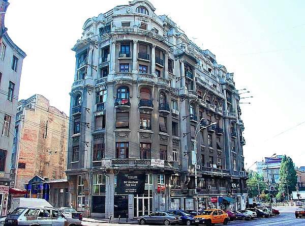 у цьому будинку у 1935-1937 рр. знаходився  ресторан «La Lescenco», Бухарест