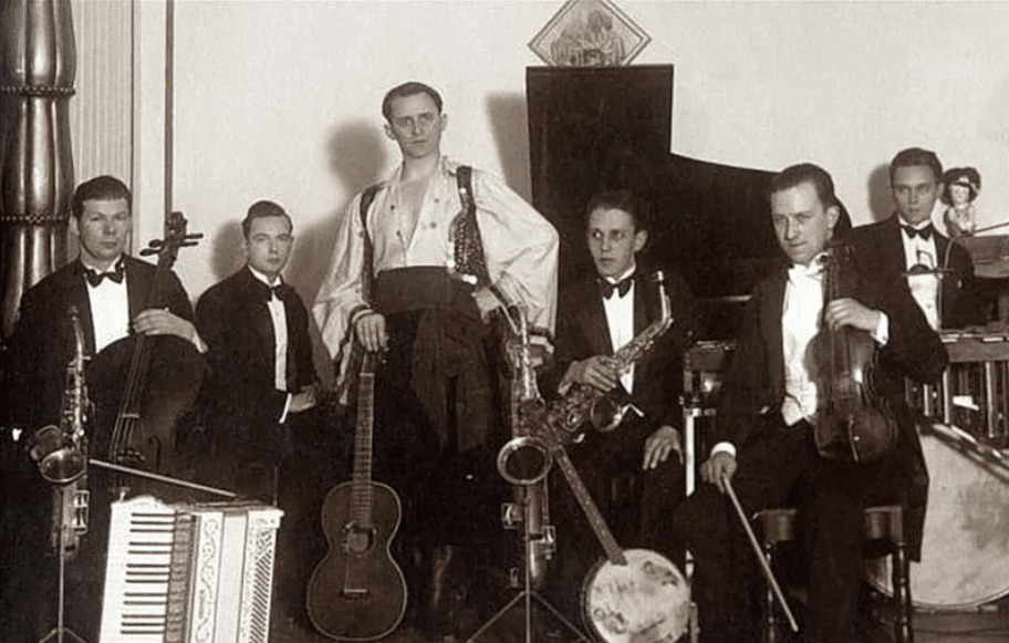 Петро Лещенко з оркестром під керуванням скрипаля Герберта Шмідта, травень 1930 р.
