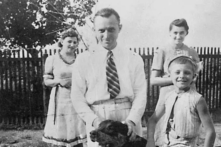 Петро Лещенко з сином і його гувернантками на своїй заміській віллі в Кармен Сільва, поблизу Констанци, 1937 р