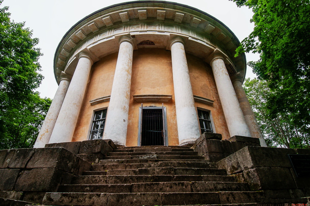 7-домова церква Воскресінні у маєтку Арпачеве