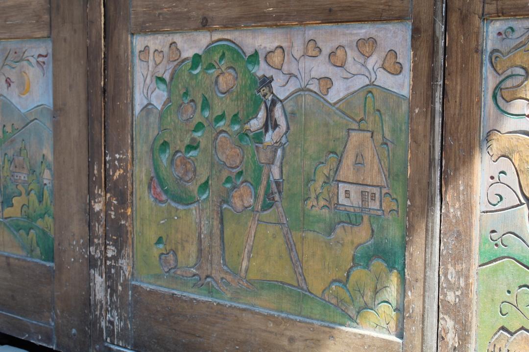Закарпаття : Руїни замку, буркут та унікальні фрески