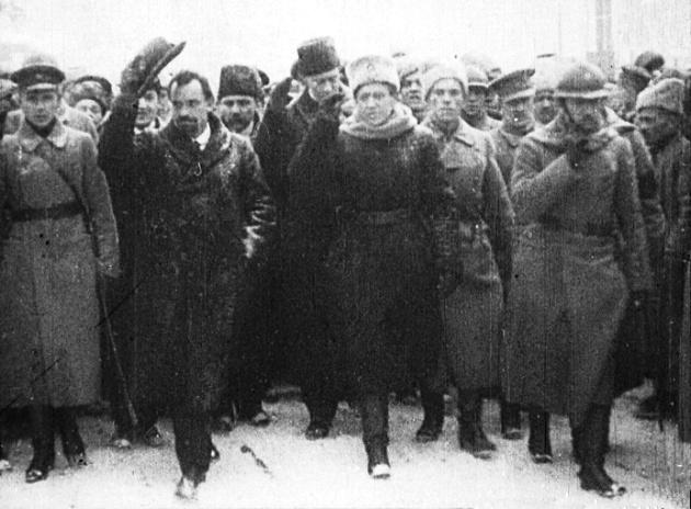Підпис: Голова Директорії В. Винниченко і головний отаман С. Петлюра під час мітингу на Софійській площі