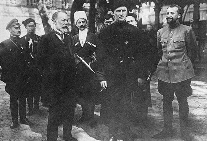 Глава Совета министров Украинской державы Федор Лизогуб и гетман Павел Скоропадский
