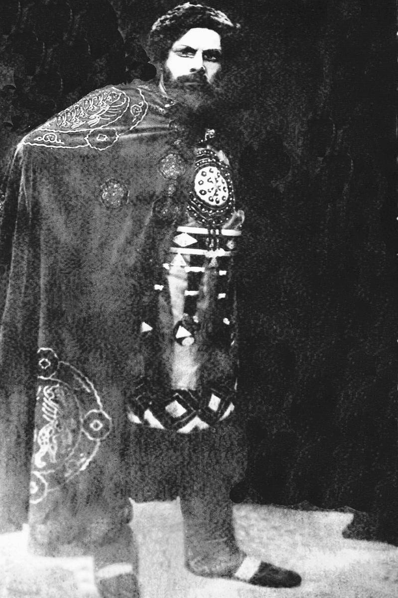 У князя Галицького в опері Князь Ігор, 1939 р.