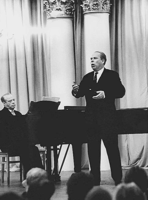 Борис Гмиря із акомпаніатором Львом Остріним
