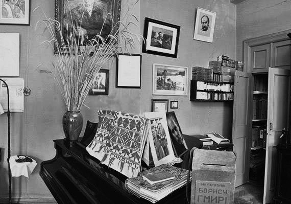 Рояль співака у квартирі №33 на Хрещатику, 15
