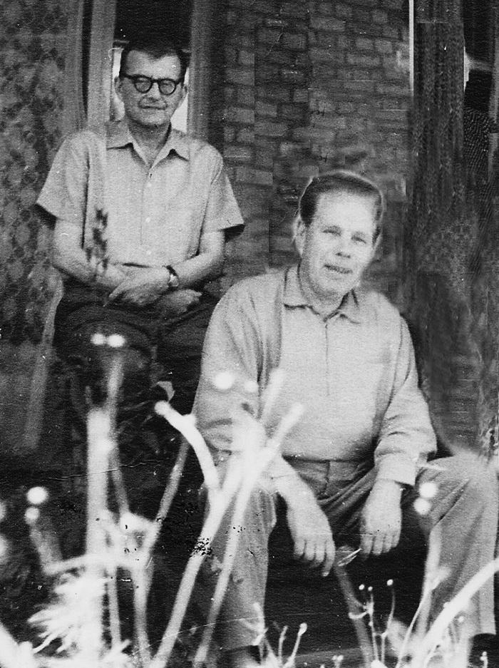 Дмитро Шостаковичі і Борис Гриря на дачі українського маестро, Рудики, 1962 р.