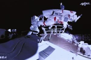 Китайський корабель із трьома тайкунавтами повертається на Землю