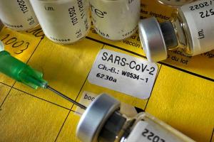 Вакцинація і світ: Третя доза для заможних країн чи перша для бідних?