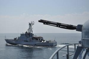 Екіпаж ВМС України на шляху до Грузії провів бойові навчання у Чорному морі