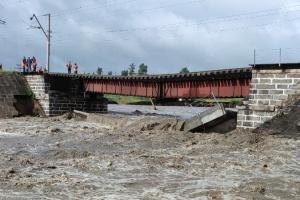 На Транссибе в России дожди «смыли» железнодорожный мост