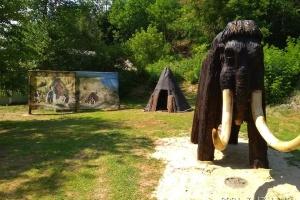 В Мезинском нацпарке появились мамонт и жилище первобытного человека