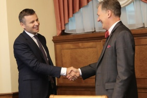 CDA Kent, Finance Minister Marchenko discuss importance of good corporate governance