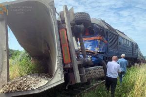 ДТП с поездом и фурой на Закарпатье: пострадали пять человек