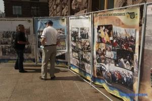 «Обличчя української незалежності»: у Києві відкрили виставку до річниці підняття прапора