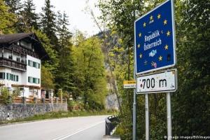 Австрийские власти задействует военных для контроля на границах из-за мигрантов