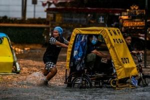 Потужні зливи затопили столицю Філіппін – евакуйовують тисячі жителів