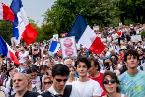 У Парижі поліція розігнала акцію протесту проти обов'язкової вакцинації
