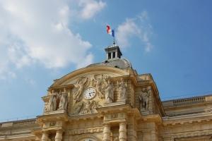 Сенат Франції схвалив посилення обмежень для нещеплених від COVID-19