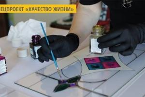 Узоры на стекле: жительница Тернополя создает витражи