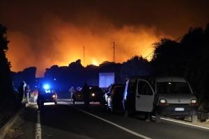 Сардинію охопили масштабні лісові пожежі, сотні людей евакуювали