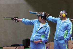 Костевич и Омельчук выиграли «бронзу» Игр-2020 в стрельбе из пневматического пистолета