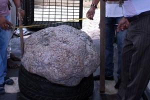 На Шрі-Ланці випадково знайшли у дворі сапфір на 2,5 мільйона карат