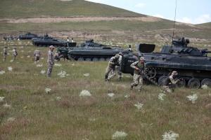 Agile Spirit: українські та грузинські морпіхи «контратакували» на броньовиках