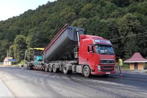 На Закарпатті закінчують відновлювати дорогу до курортів Шаян і Велятино