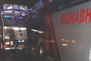 В Індії зіткнулися вантажівка й автобус - 18 загиблих