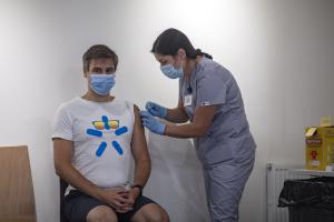 Прививку от COVID-19 получили уже более тысячи сотрудников Киевстар