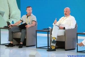 Зарплаты жителей ОРДЛО вдвое ниже, чем у жителей свободной Украины - Резников