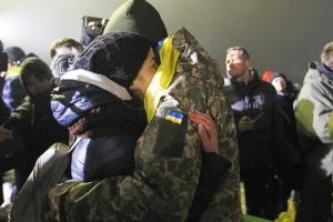 Допомогу виплатили 24 звільненим з полону українцям