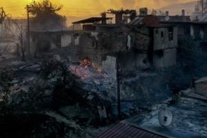Через лісові пожежі в Анталії загинули щонайменше троє людей, десятки постраждалих