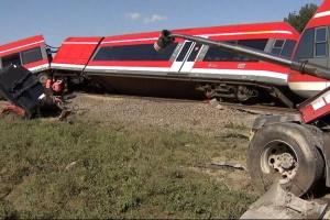 У Польщі потяг зіткнувся з вантажівкою і зійшов з рейок