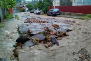 Чернівці раптово накрила злива – затоплені вулиці, повалені дерева