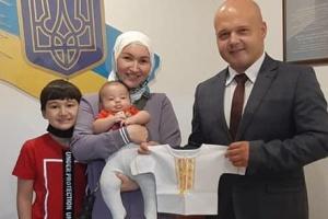 В Анкарі маленькі українці отримали вишиванки