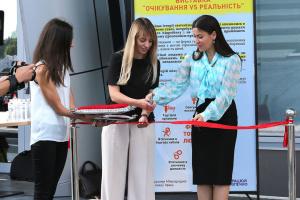 В аеропорту «Київ» відкрили виставку до дня протидії торгівлі людьми