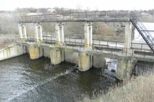 На Черкасчине из-за неконтролированных перекрытий речки упал уровень в водохранилище