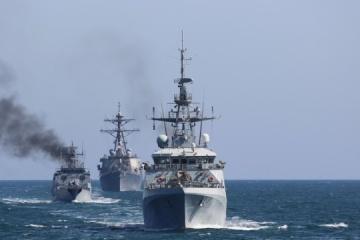 Odparcie ataku na morzu i wymiana ognia: Sea Breeze - ukończono pierwszą fazę ćwiczeń