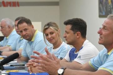 Zelensky y su esposa se reúne con los atletas que representarán a Ucrania en los Juegos Olímpicos