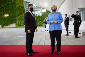 Treffen zwischen Selenskyj und Merkel begonnen