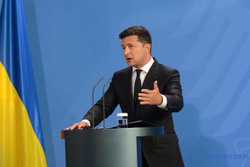 Zełenski skomentował rozmowy Bidena z Merkel