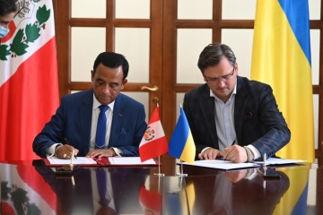 Kuleba signs visa waiver agreement between Ukraine and Peru