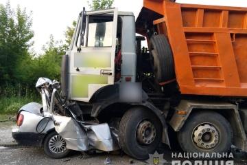 In Region Poltawa LKW zerquetscht einen PKW, vier Menschen tot